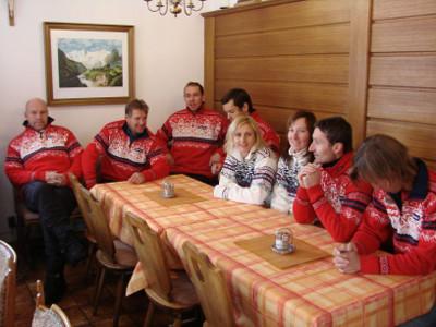 Reprezentační družstvo ve společenské místnosti
